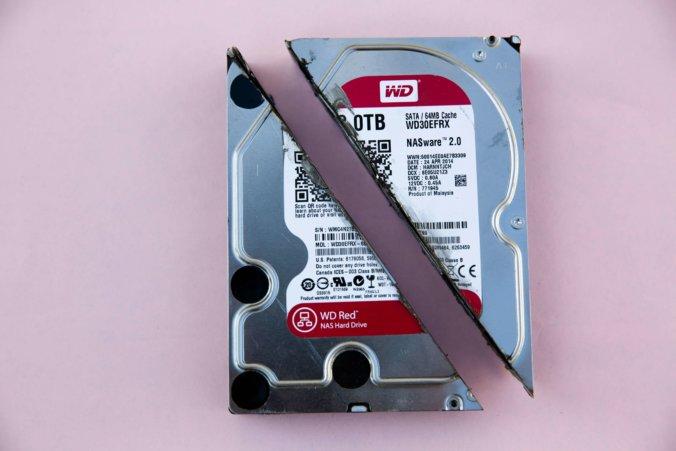 Imagen de disco duro clásico cortado por la mitad